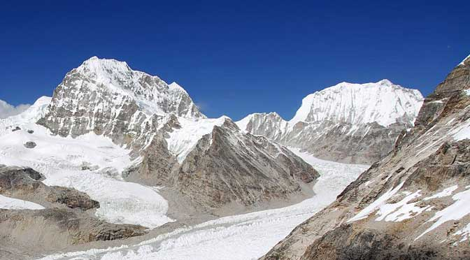 Drolambau Glacier way to Tashi lapcha pass trek